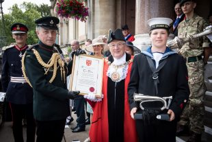 The head of the British Army, General Sir Nick Carter and Mayor of Winchester City, Councillor David McLean holding the freedom scroll and silver bugle which were exchanged on the occasion of the RIFLES being granted the Freedom of the City. Crown copyright.