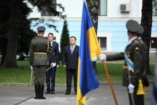 mage of the Secretary of State for Defence, The Rt Hon Gavin Williamson CBE MP, seen here at the Guard of Honour with Ukrainian Minister of Defence Poltorak in Ukraine.