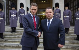 The Defence Secretary with the Ukrainian Minister of Defence