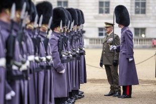 The Spanish Chief of the Defence Staff inspects a guard of honour